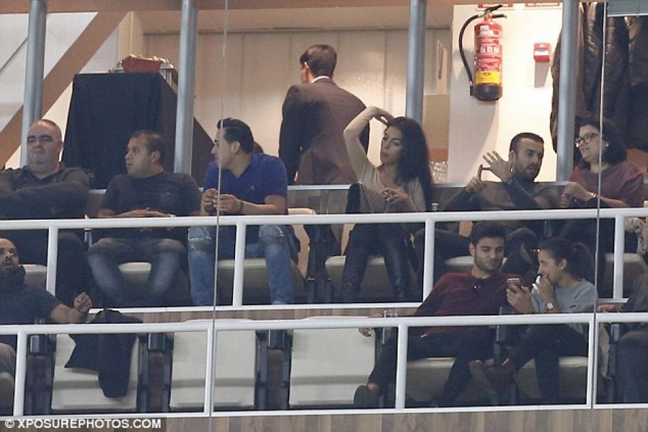La modelo española tuvo dificultad para concentrarse en el juego. (Foto: xposurephotos.com)