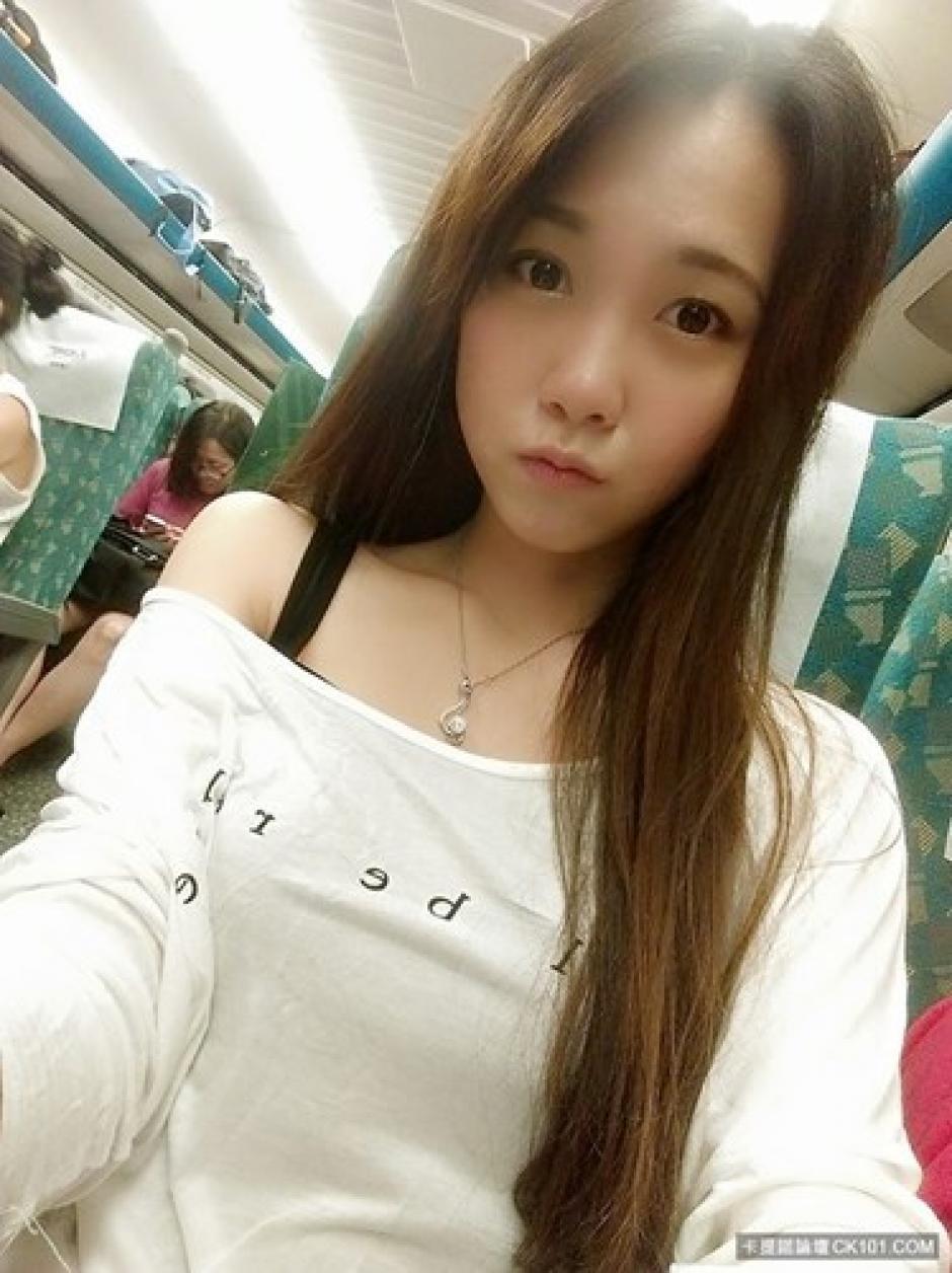 Personas que han visto trabajar a Yichun, creen que se trata de una modelo disfrazada de policía. (Foto:kienthuc.net)