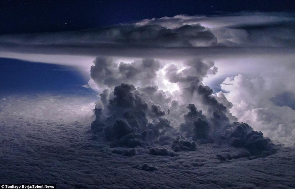 Esta es una especia de nube apocaliptica. (Foto: Santiago Borja/Solent News)