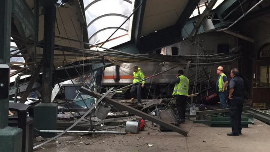 Un accidente de tren en Nueva Jersey dejó decenas de heridos. (Foto: @coreyfuttdesign)