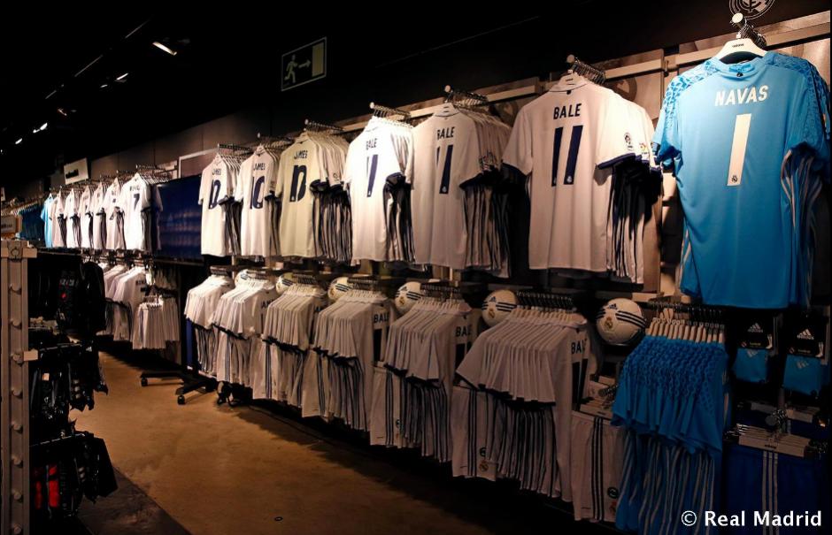 La tienda del Real Madrid en el Bernabéu está abarrotada de nuevos uniformes. (Foto: Twitter/@realmadrid)