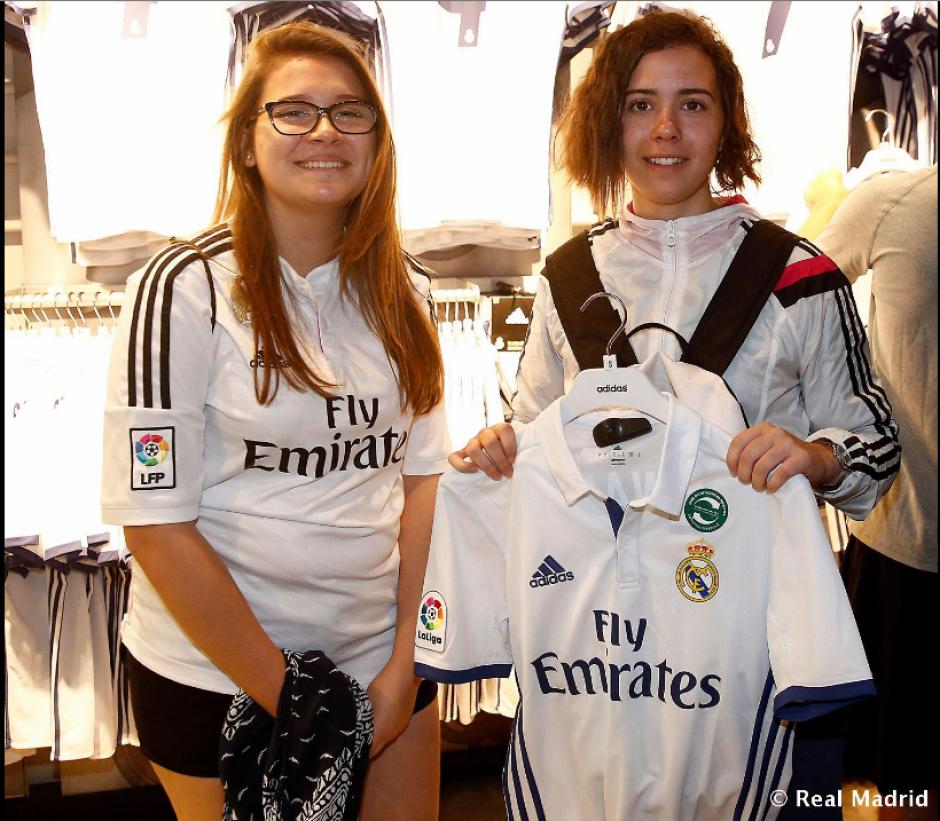 Los aficionados abarrotaron la tienda oficial para adquirir el uniforme de la temporada que está por iniciar. (Foto: Twitter/@realmadrid)