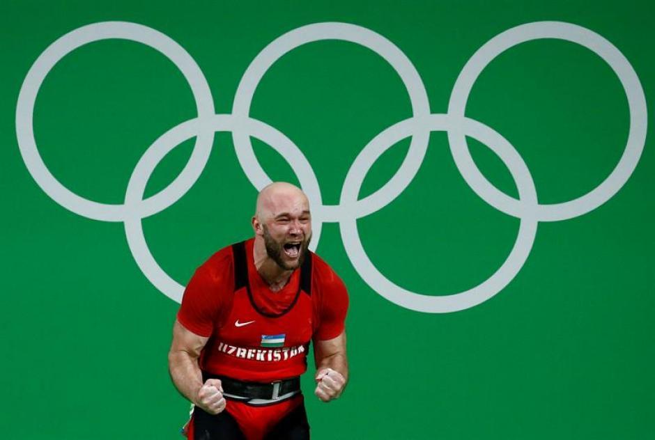 Entre las dos modalidades Nurudinov levantó 431 Kilogramos. (Foto: EFE)