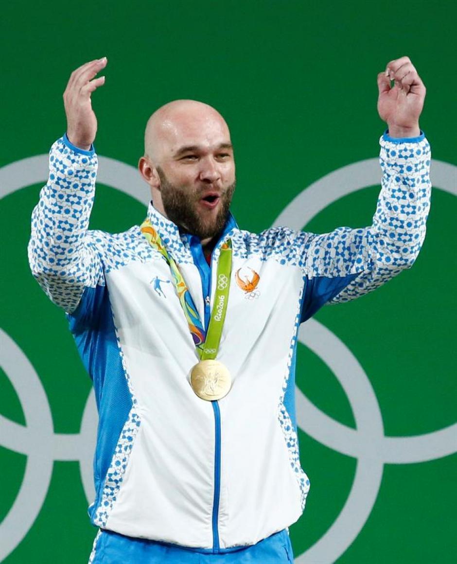 El atleta consiguió el primer oro en halterofilia para Uzbekistán. (Foto: EFE)