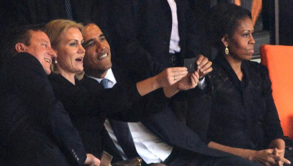El selfie del presidente de Estados Unidos, Barack Obama, junto a los primeros ministros de Inglaterra y Dinamarca, en el funeral del líder Nelson Mandela.
