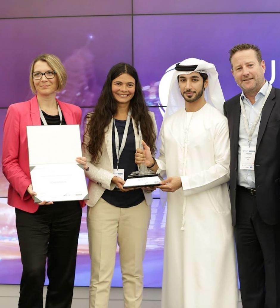 Paola Arellano y su BIM Manager Viada Darras recibieron el premio en las torres Emirates. (Foto: Mobius)