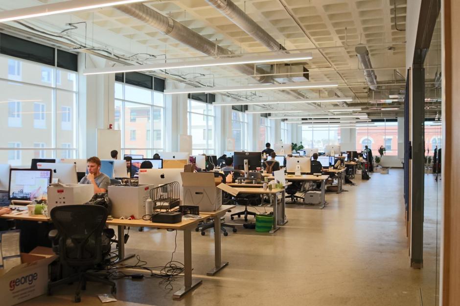 Las personas podrán trabajar sentadas o de pie. (Foto: Luis von Ahn/Facebook)