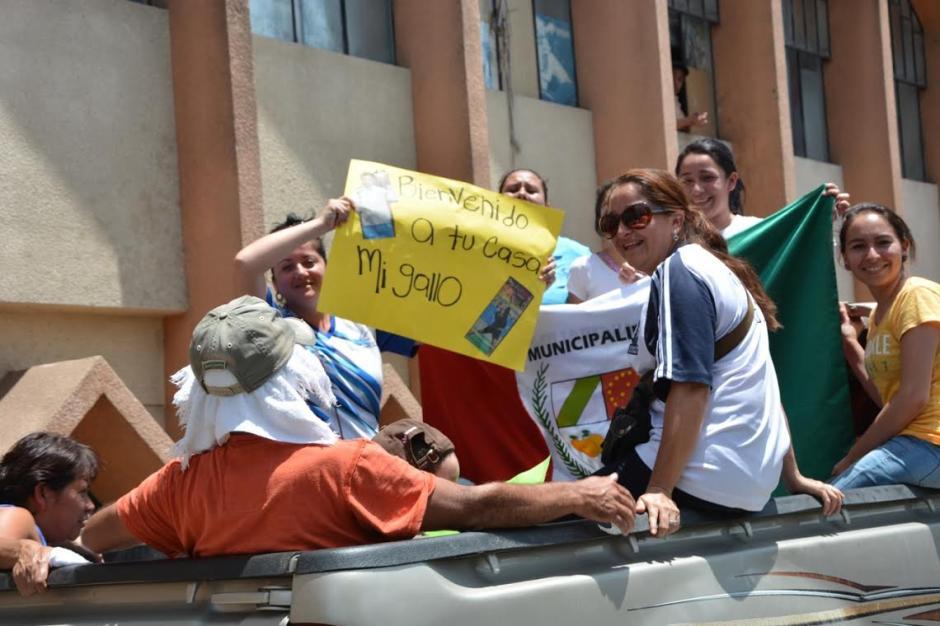 Familiares y amigos de Kevin Cordón lo recibieron con cariño en su natal La Unión. (Foto: David Monroy/Nuestro Diario)