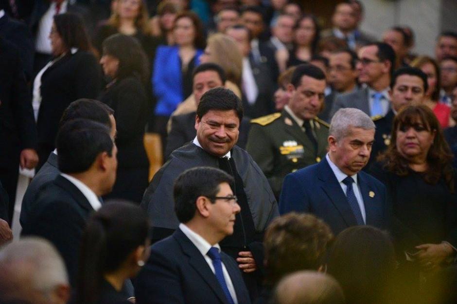 Ranulfo Rafael Rojas Cetina, el nuevo presidente del OJ llegó junto a Luis Rabbé, presidente del Congreso de la República. (Foto: Wilder López/Soy502)