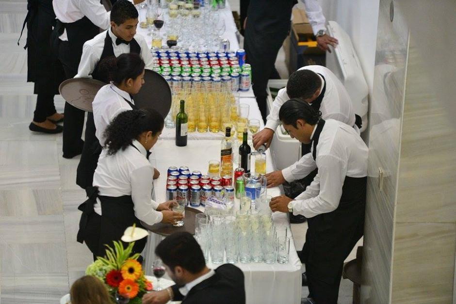 Luego de la asunción del nuevo presidente del OJ el evento continuó con bebidas y comida. (Foto: Wilder López/Soy502)