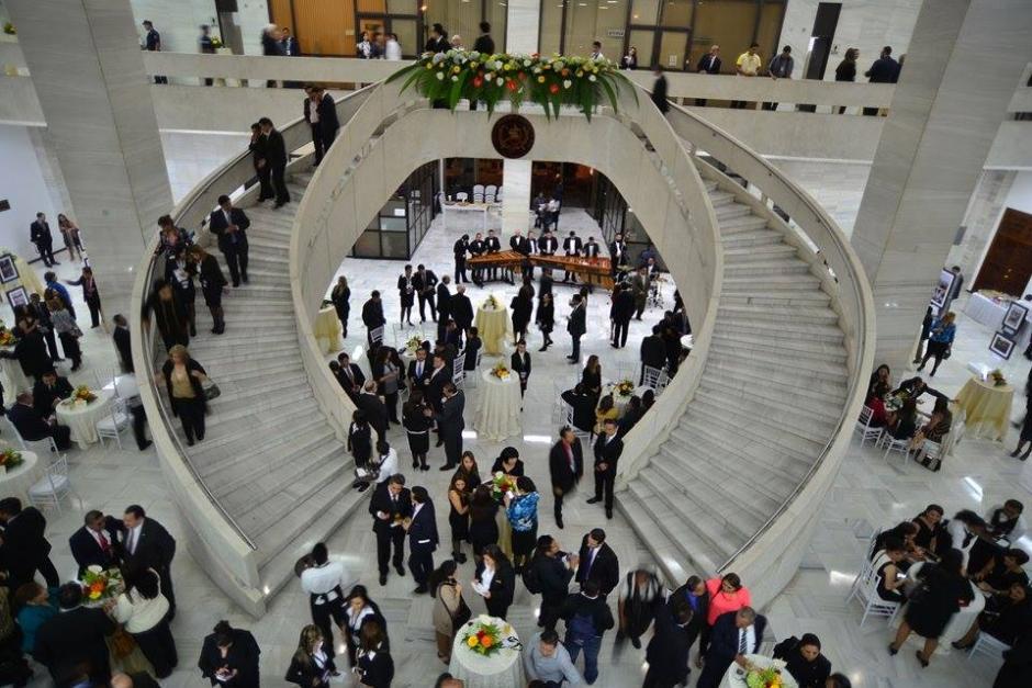 En el lobby del Organismo Judicial se desarrolló una cóctel para los invitados en el cambio de presidencia. (Foto: Wilder López/Soy502)