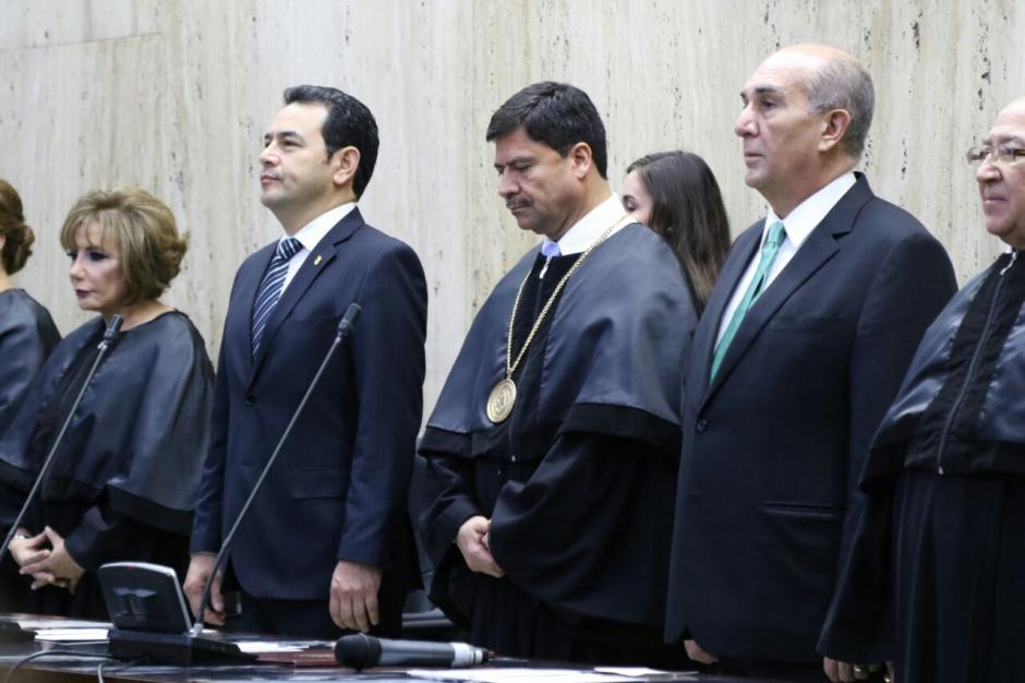 El presidente saliente Ranulfo Rafael Rojas junto al presidente del Legislativo. (Foto: Alejandro Balan/Soy502)