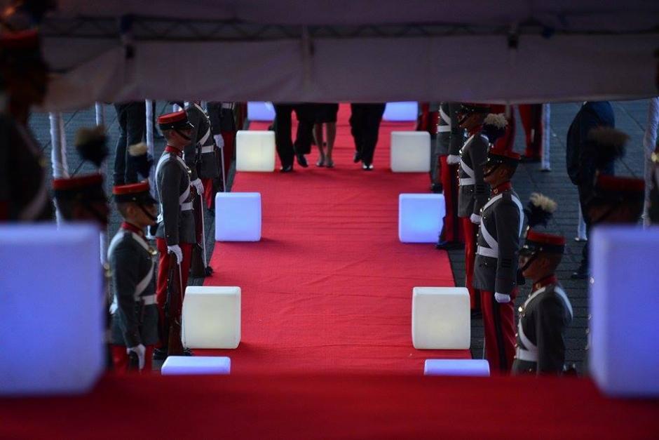 Lo cadetes de la Escuela Politécnica hicieron gala de la ceremonia para el cambio de presidencia en el OJ. (Foto: Wilder López/Soy502)