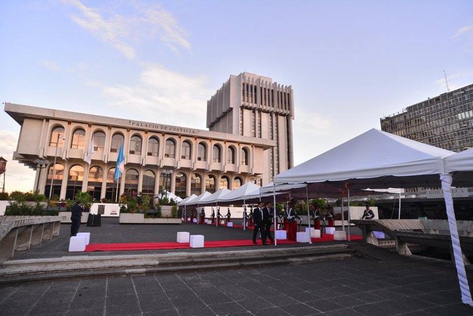 La sede del Organismo Judicial se vistió de gala para el cambio de autoridades. (Foto: Wilder López/Soy502)