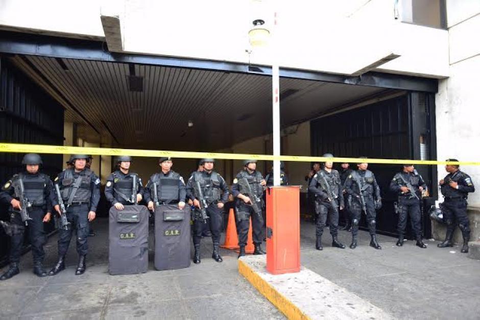 El ingreso a la Torre de Tribunales se complicó durante varios minutos derivado del tiroteo. (Foto: Jesús Alfonso/Soy502)