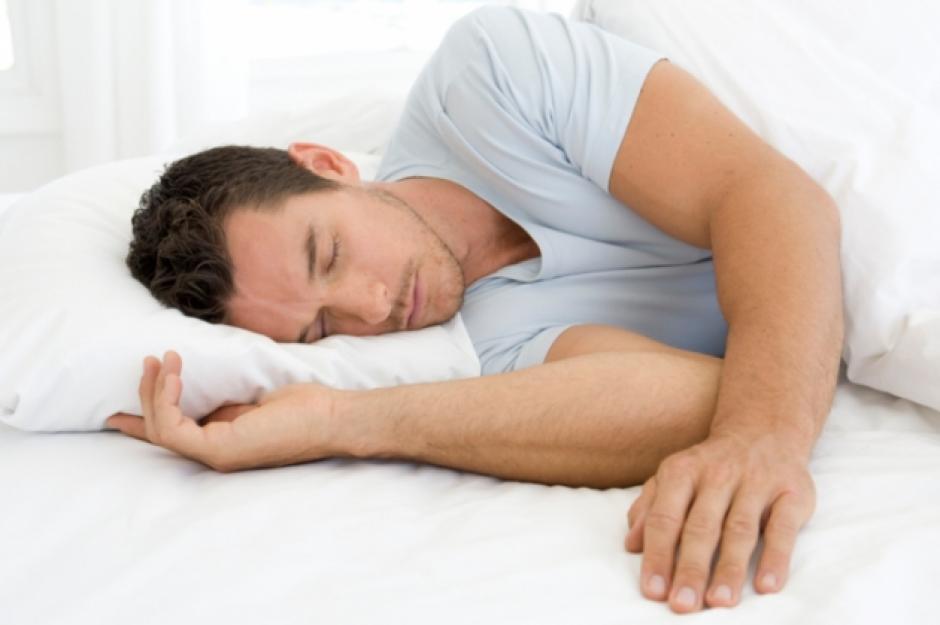 Una de las pesadillas más comunes es sentir que te caes a un precipicio. (Foto: okdiario,com)