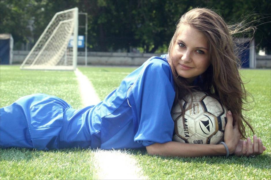 Olga Kuzkova tiene 21 años y es una fanática nazi. La descubrieron en las redes sociales y le quitaron la corona en Rusia en un tajante comunicado. (Foto: Internet)