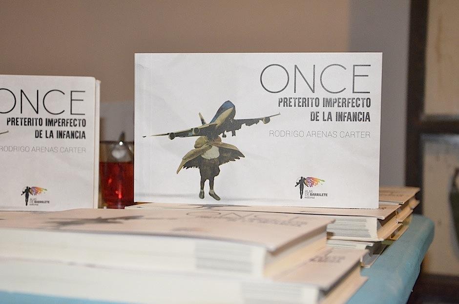 ONCE es el libro del chileno radicado en Guatemala Rodrigo Arenas Carter. (Foto: Selene Mejía/Soy502)