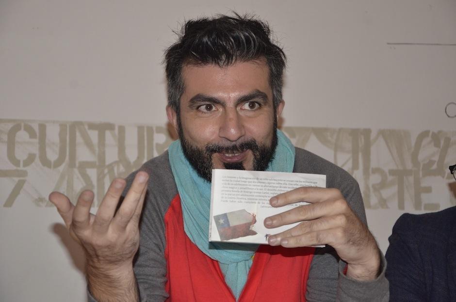 """El escritor chileno, radicado en Guatemala, Rodrigo Arenas Carter lanza su libro """"ONCE"""". (Foto: Selene Mejía/Soy502)"""