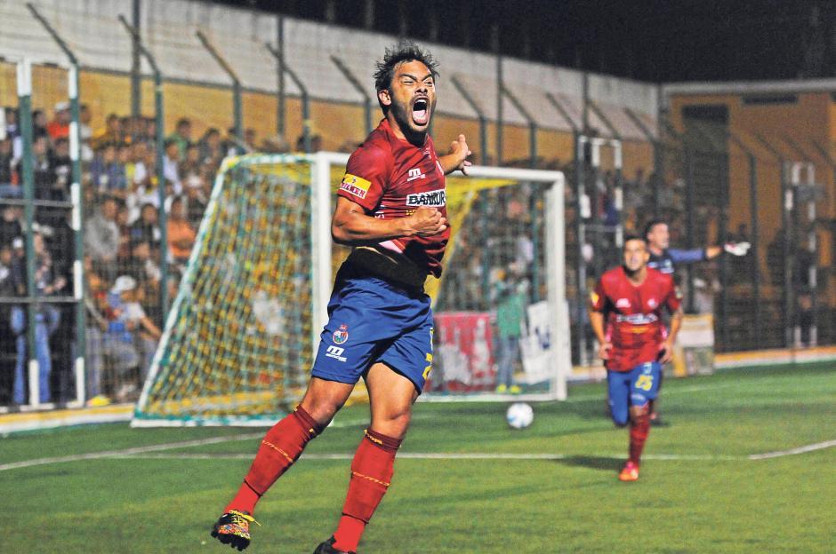 Actualmente Carlos Ruiz defiende los colores de Municipal, club que lo vio nacer en 1995, en la Liga Nacional. (Foto: Archivo Nuestro Diario)