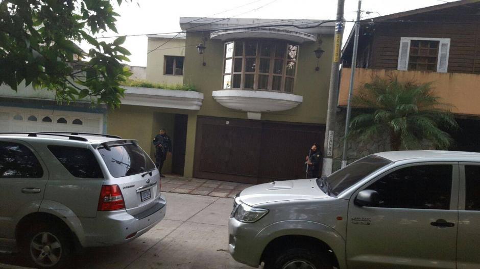 Esta es la vivienda en Mixco donde las autoridades buscaron por segundo día al exdirectivo de la Fedefut. (Foto: PNC)