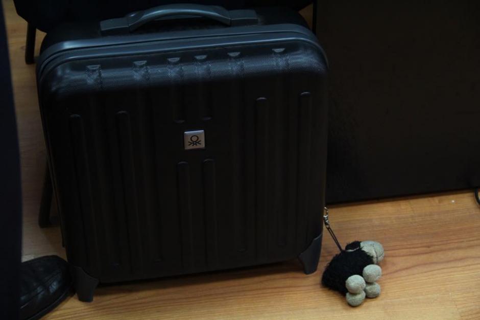 El maletín del abogado defensor Moisés Galindo al momento de llegar a la sala donde se desarrolla la audiencia de primera declaración en el caso La Línea. (Foto: Jesús Alfonso/Soy502)
