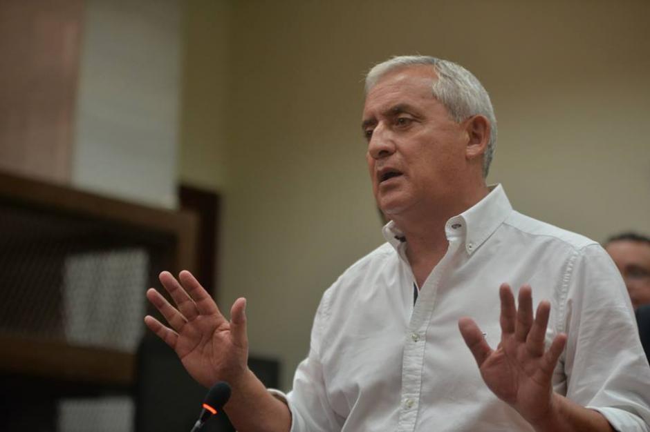 Otto Pérez Molina declaró por más de 15 minutos a la prensa. (Foto: Wilder López/Soy502)