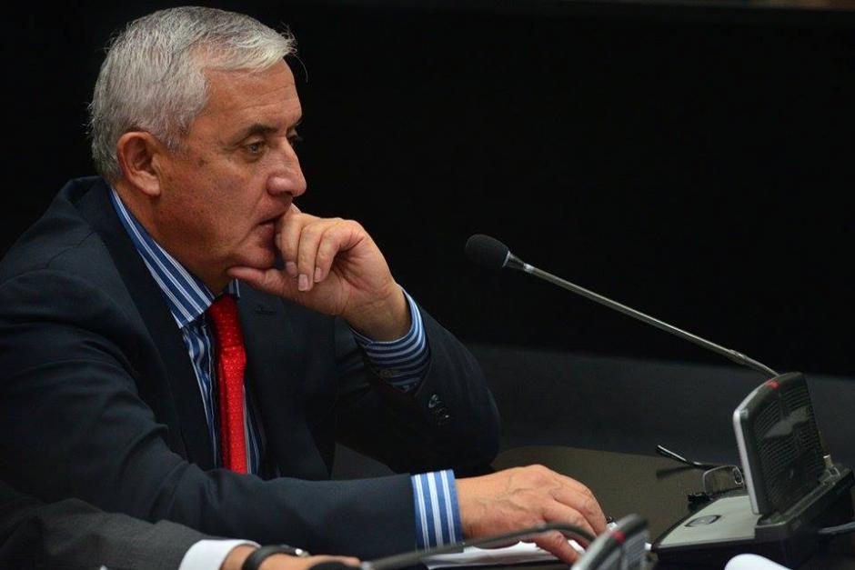 El expresidente Otto Pérez Molina se muestra ansioso mientras la fiscalía mostraba las pruebas en el caso La Línea. (Foto: Wilder López/Soy502)