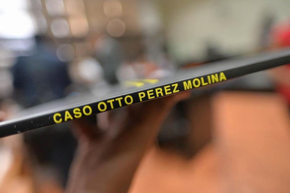 Así es el título del libro que fue entregado este lunes en tribunales. (Foto: Wilder López/Soy502)