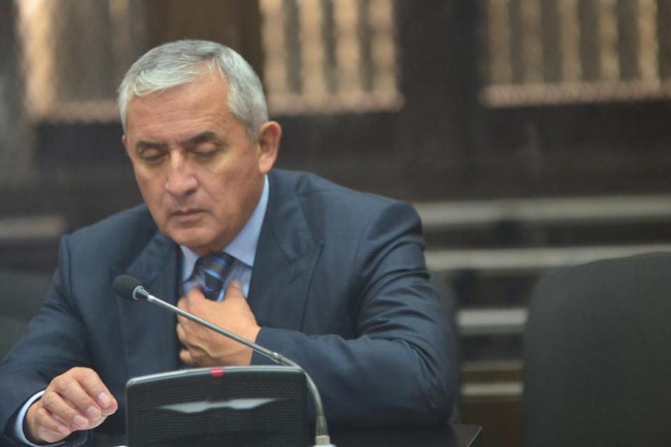 La expresión de Pérez Molina denotaba cansancio en la Torre de Tribunales. (Foto: Jesús Alfonso/Soy502)