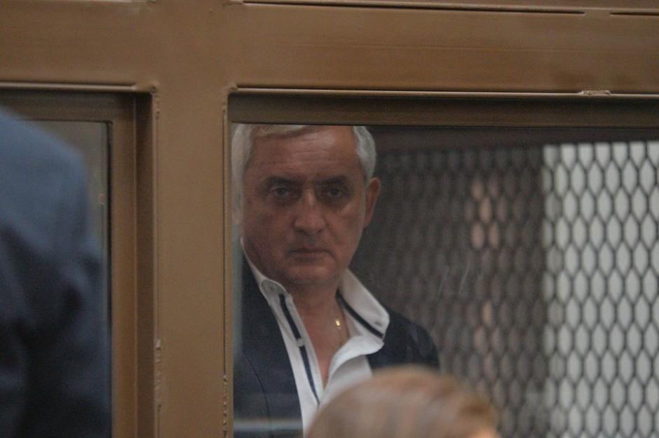 Otto Pérez Molina fue de los primeros en llegar a la Torre de Tribunales. (Foto: Wilder López/Soy502)