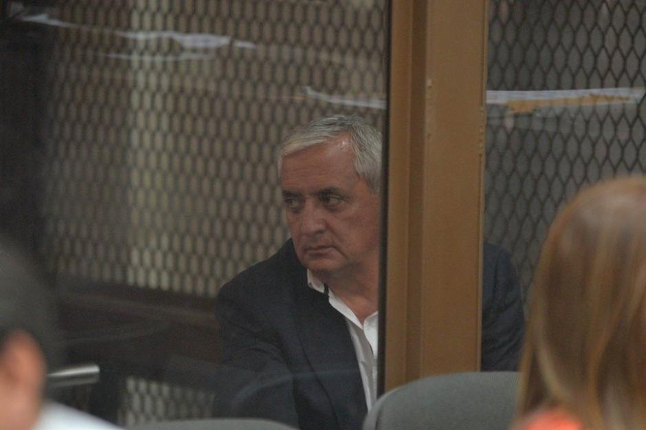 Aislado del resto de implicados, Otto Pérez se encuentra en la carceleta de la sala. (Foto: Wilder López/Soy502)