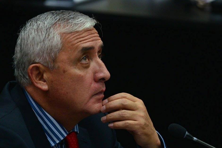Con la mirada perdida el exmandatario Otto Pérez Molina se mantiene atento a la audiencia de primera declaración del caso La Línea. (Foto: Wilder López/Soy502)