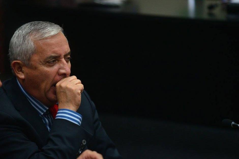Otto Pérez Molina no pasó su mejor noche, renunció y presentó su carta al Congreso en horas de la madrugada para luego presentarse a Tribunales. (Foto: Wilder López/Soy502)