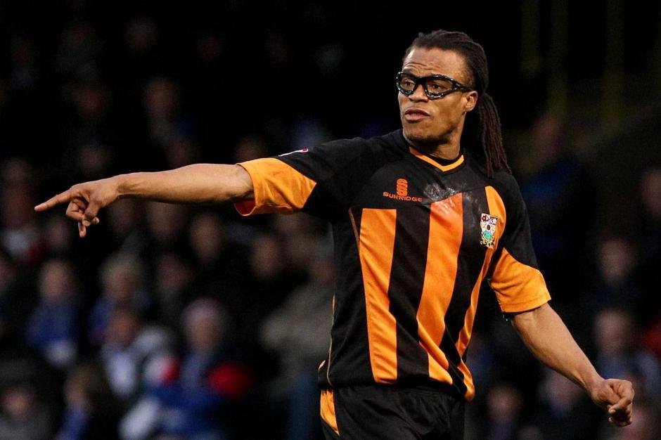 En el Barnet FC terminó su carrera como futbolista y actualmente es el encargado de la parte técnica del equipo. (Foto: opticaporlacara.com)