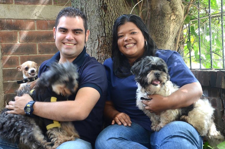 Donald Piedrasanta y Andrea Villegas son los fundadores de Pet Rescue, una brigada de búsqueda y rescate animal. (Foto: Selene Mejía/Soy502)