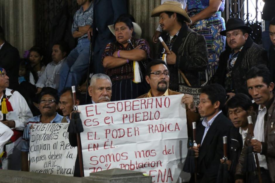 Organizaciones sociales se encuentran en el Congreso exigiendo las reformas constitucionales. (Foto: Alejandro Balán/Soy502)