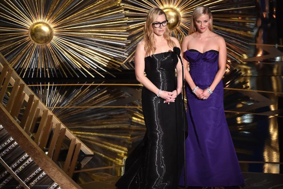 Kate Winslet entrega el premio a mejor actor de reparto. (Foto: AFP)