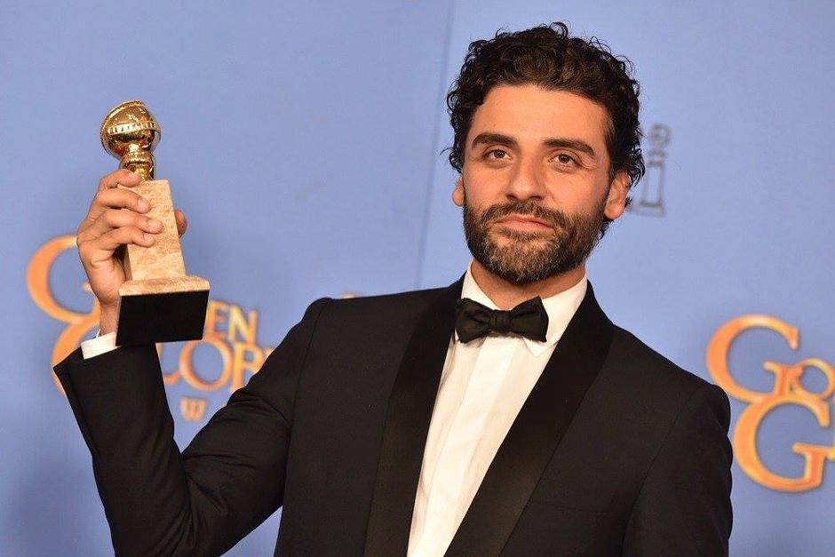 El actor de origen guatemalteco recibe su primer Golden Globe. (Foto: EW)