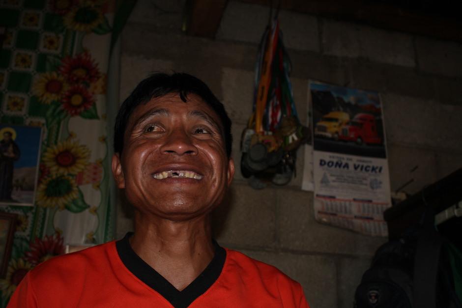 Cuando el atleta habla de sus medallas y de las carreras no puede ocultar su alegría y emoción. (Foto: Luis Barrios/Soy502)