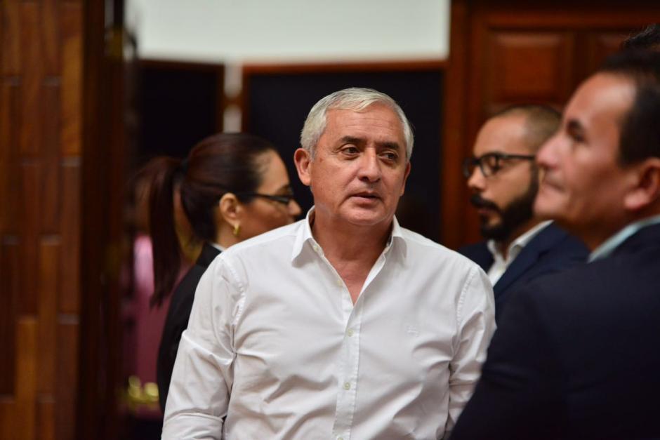 Otto Pérez Molina entra de la sala de audiencias. (Foto: Jesús Alfonso/Soy502)