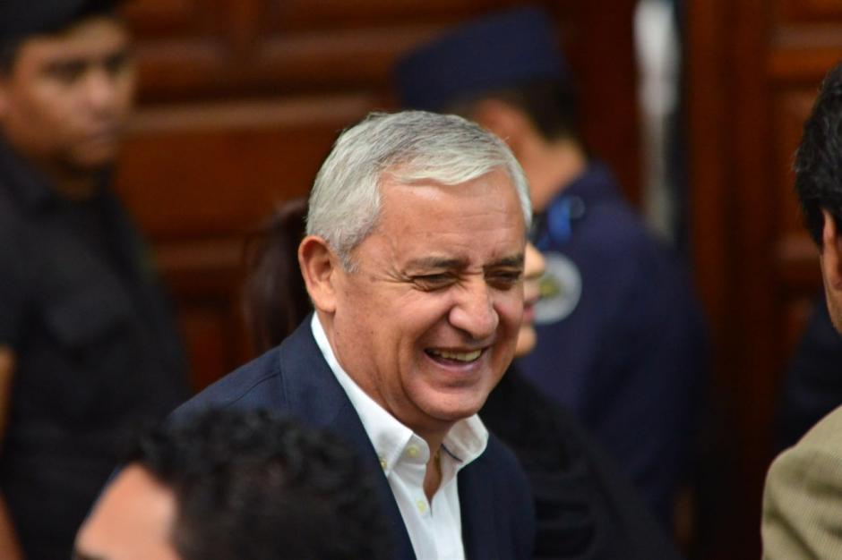 Pérez Molina no puede con tanta risa. (Foto: Jesús Alfonso/Soy502)