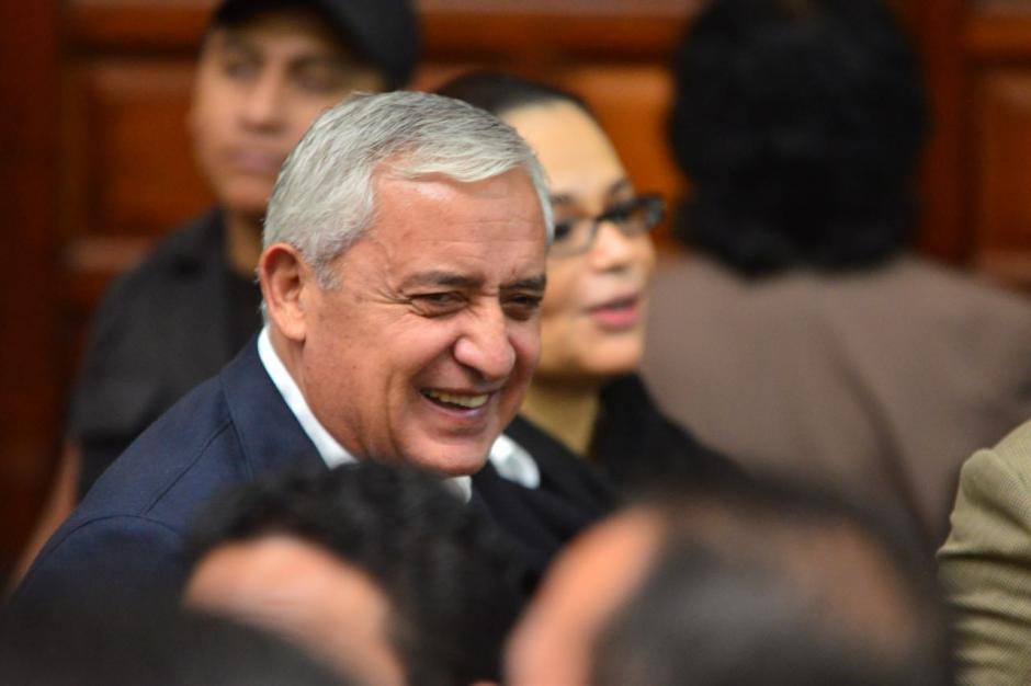 En la secuencia de fotos Pérez Molina no puede detenerse. (Foto: Jesús Alfonso/Soy502)