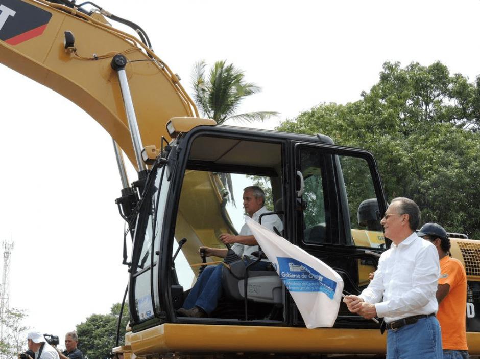 Otto Pérez Molina participó en la inauguración de los trabajos. (Foto: Ministerio de Comunicaciones)