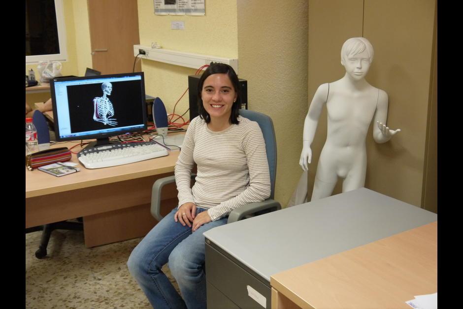 Durante su investigación ha recibido la colaboración de médicos para mejorar el proyecto.(Foto: Marie André Destarac)