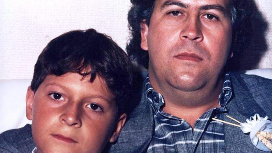 Juan Pablo junto a su padre Pablo Escobar. (Foto: El Heraldo)