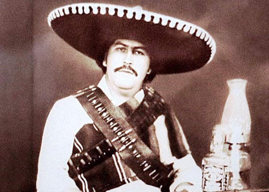 Pablo Escobar luciendo charro mexicano y dos cinturones con balas. (Foto: El Heraldo)