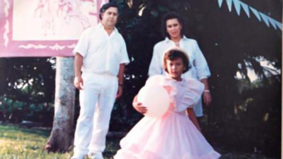 Pablo Escobar, y Victoria Enao junto a su hija Manuela. (Foto: El Heraldo)