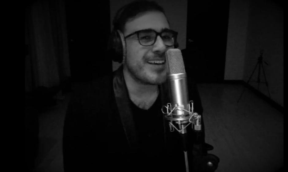 El músico guatemalteco Francisco Páez rinde tributo a George Michael con una canción. (Foto: Francisco Páez)