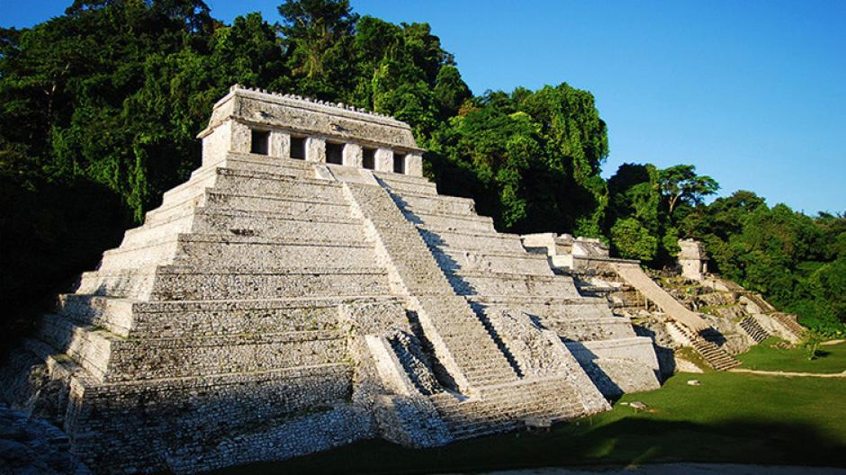 Arqueólogos mexicanos descubrieron un sistema de canales de agua en el subsuelo del Templo de las Inscripciones de la antigua ciudad maya de Palenque. (Foto: INAH)